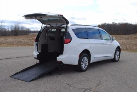 2017 Chrysler Pacifica Touring-L Wheelchair Kneelvan™ #23563