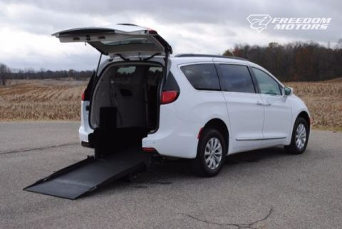 2017 Chrysler Pacifica Touring-L Wheelchair Kneelvan™ #23559