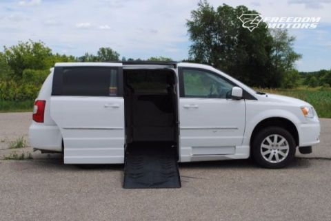 Pre-Owned 2016 Chrysler Town & Country Side-Entry Wheelchair Van