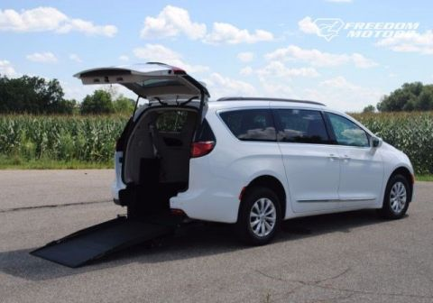 2017 Chrysler Pacifica Touring-L Wheelchair Kneelvan #22833