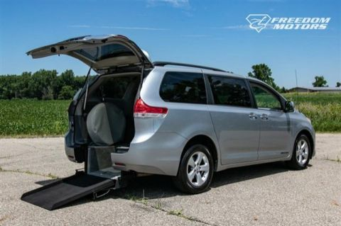 Pre-Owned 2014 Toyota Sienna Wheelchair Accessible Kneelvan