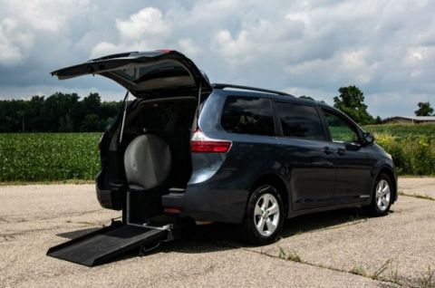 Pre-Owned 2015 Toyota Sienna LE Wheelchair Accessible Kneelvan™