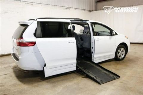 Pre-Owned 2017 Toyota Sienna LE Wheelchair Accessible Kneelvan