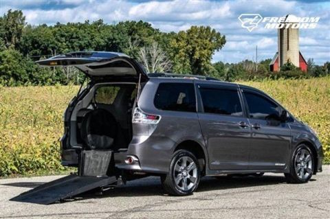 Pre-Owned 2011 Toyota Sienna SE