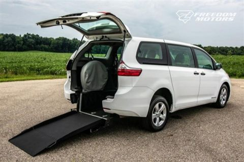 Pre-Owned 2015 Toyota Sienna L Wheelchair Accessible Kneelvan™