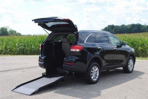Pre-Owned 2017 Kia Sorento LX V6 Wheelchair Accessible SUV