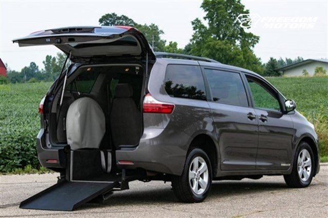 Pre-Owned 2016 Toyota Sienna LE Wheelchair Accessible Kneelvan™