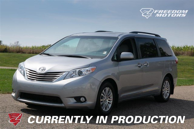 Pre-Owned 2017 Toyota Sienna XLE 8-Passenger